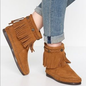 MINNETONKA suede fringe ankle boot size 9